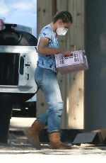 KRISTEN BELL Moving to Her New House 11/19/2020