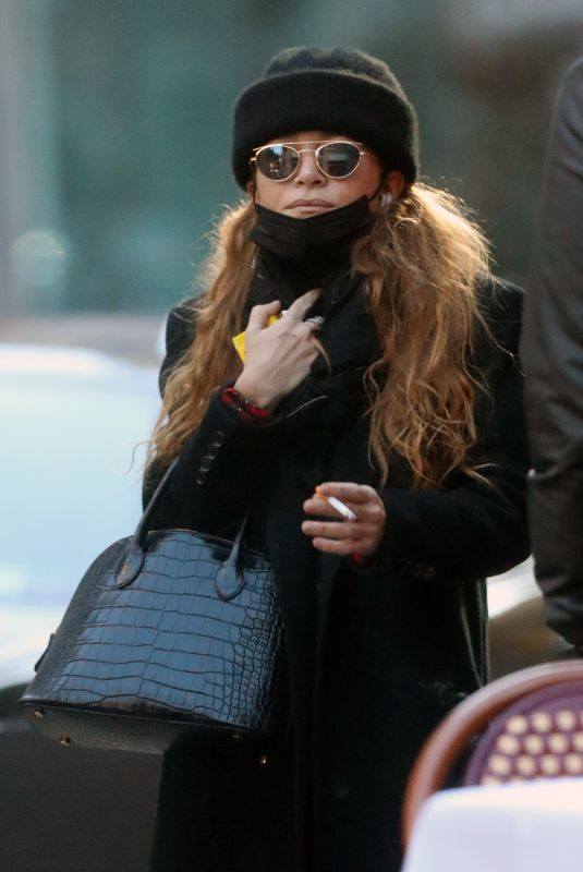MARY KATE OLSEN Out in New York 11/16/2020