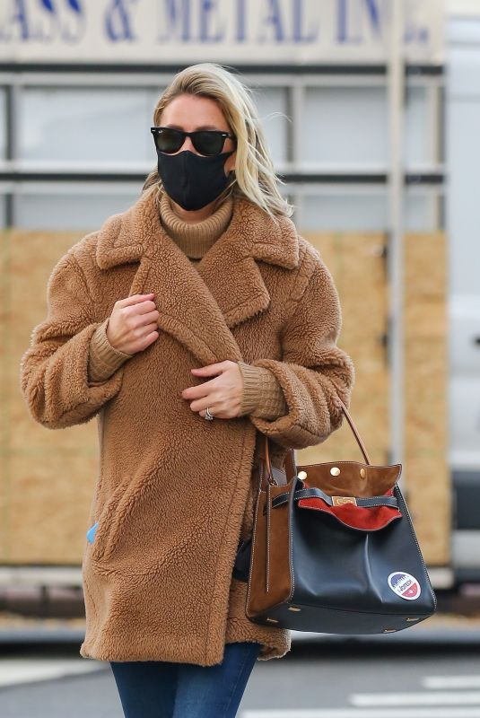 NICKY HILTON Out After Casting Her Vote in New York 11/03/2020