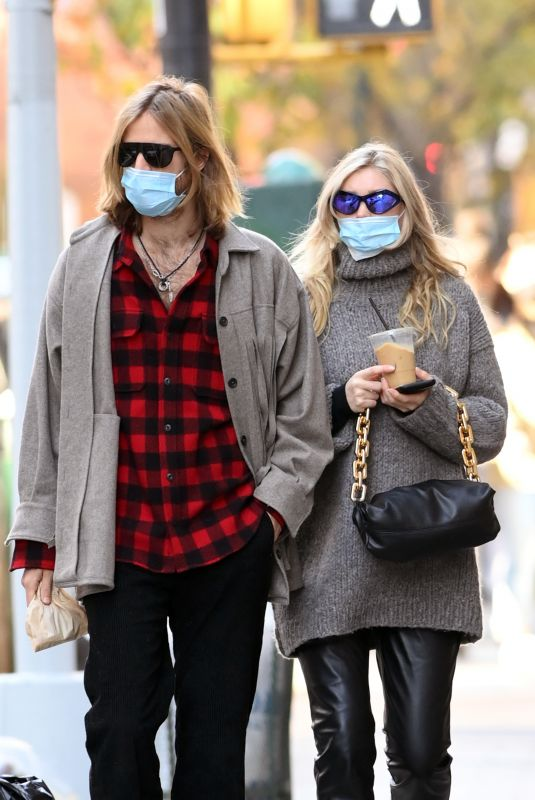 Pregnant ELSA HOSK and Tom Daly Out in New York 11/21/2020