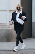 Pregnant ELSA HOSK Out and About in New York 11/08/2020