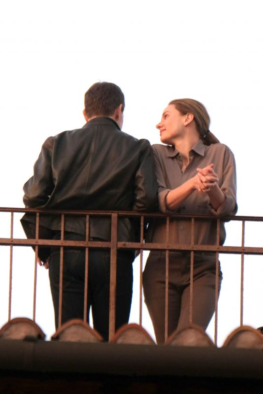 REBECCA FERGUSON and Tom Cruise on the Set Mission: Imposible 7 in Venice 11/10/2020