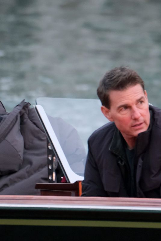 REBECCA FERGUSON and Tom Cruise on the Set Mission: Imposible 7 in Venice 11/12/2020