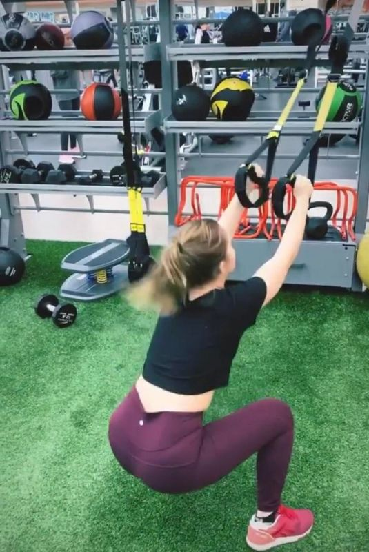 SAMMI HANRATTY Workout at a Gym – Instagram Photos 11/26/2020