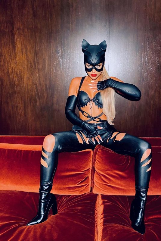 SOFIA RICHIE Getting Ready for Halloween – Instagram Photos 10/31/2020