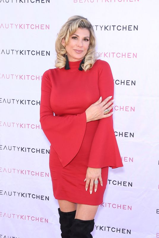 ALEXIS BELLINO Hosts Sleigh the Holidays in Boulder City 12/05/2020