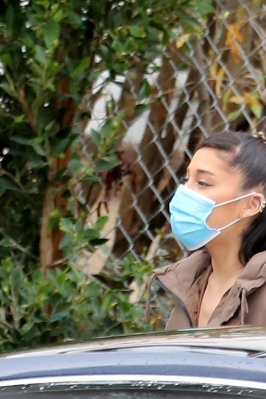 ARIANA GRANDE and HAILEY and Justine BIEBER Check Out Justin and Hailey's New Home Under Construction in Brentwood 12/28/2020