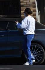 CHARLI XCX Pick Up Her Lunch to go in Los Feliz 12/19/2020