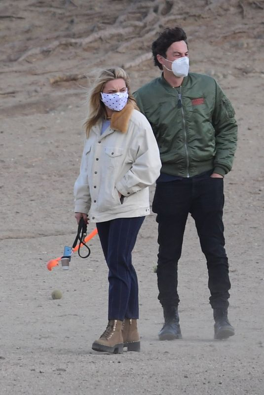 FLORENCE PUGH and Zach Braff Out at a Dog Park in Los Angeles 12/14/2020