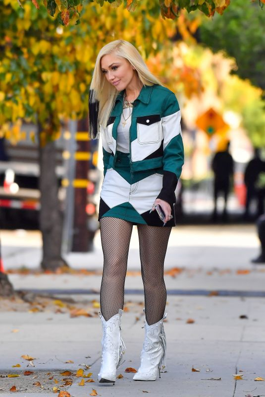 GWEN STEFANI Out and About in Pasadena 12/21/2020