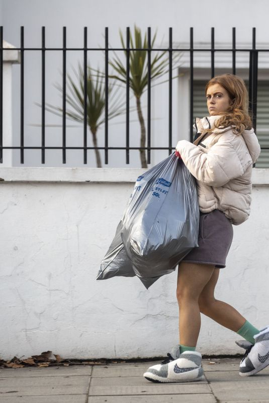 MAISIE SMITH Taking Rubbish Out in London 12/20/2020