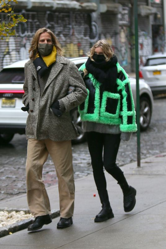 Pregnant ELSA HOSK and Tom Daly Out in New York 12/04/2020