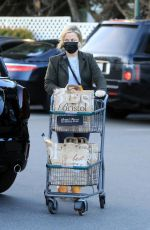 AMY POEHLER Shopping at Bristol Farms in Los Angeles 01/26/2021