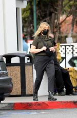 AMY POEHLER Shopping at Bristol Farms in West Hollywood 01/10/2021