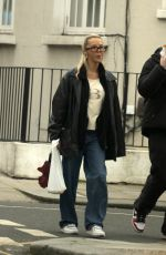 BETSY-BLUE EGLISH Out in Notting Hill 01/18/2021