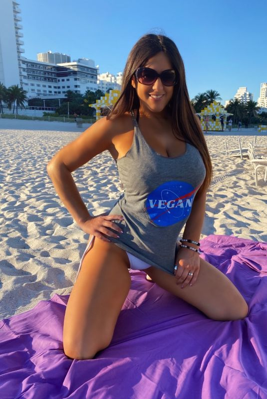 CLAUDIA ROMANI Promotes Basic Vegan at Miami Beach 01/11/2021