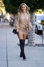 ELLA ROSE Shopping on Melrose Place in West Hollywood 01/21/2021