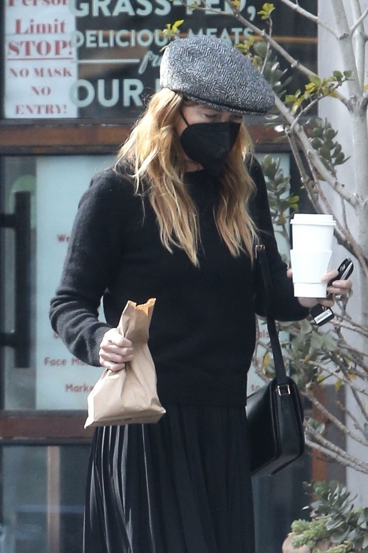 ELLEN POMPEO Out Picking up Lunch in Los Angeles 01/22 ...