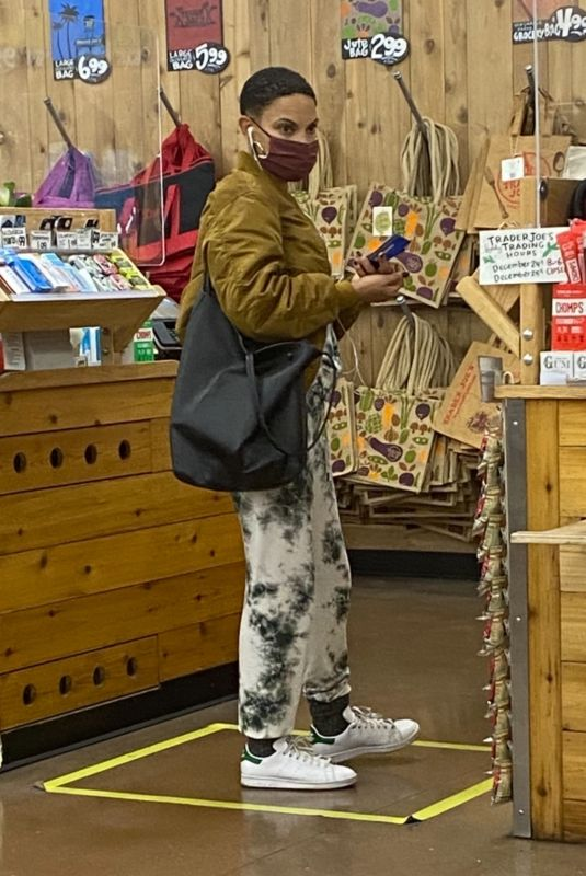 GOAPELE Shopping at Trader Joe's in Los Angeles 01/06/2021