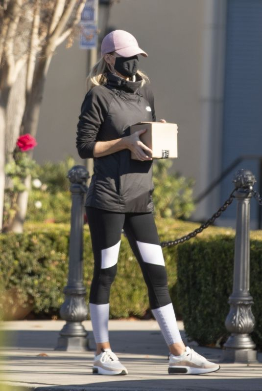 HAYLEY ROBERTS Out and About in Calabasas 01/03/2021