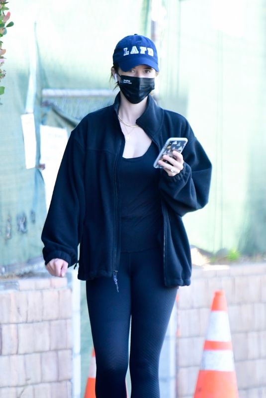 KATHERINE SCHWARZENEGGER Out and About in Brentwood 01/10/2021