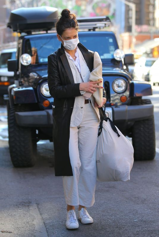 KATIE HOLMES Out Shopping in New York 01/07/2021