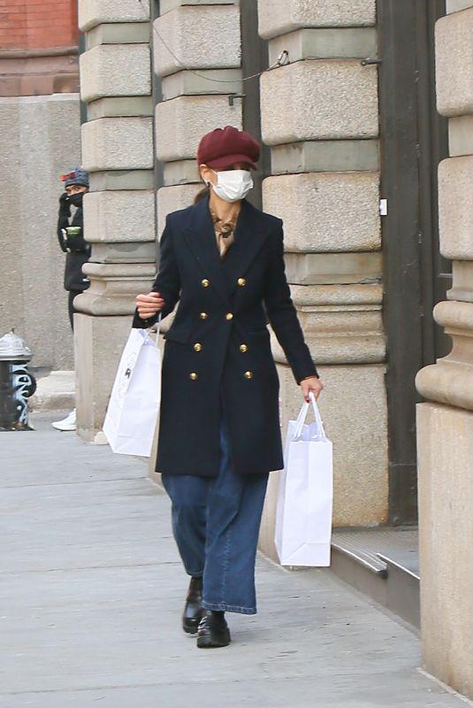 KATIE HOLMES Shopping at Santa Maria Novella in New York 01/25/2021