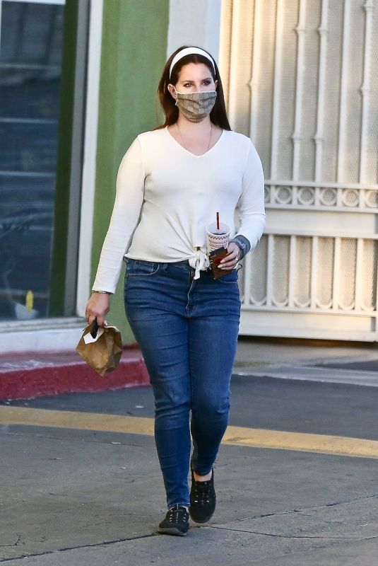LANA DEL REY Out and About in Studio City 01/10/2021