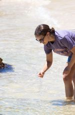 NATALIE PORTMAN Out Seashell Hunting at a Beach in Sydney 01/10/2021