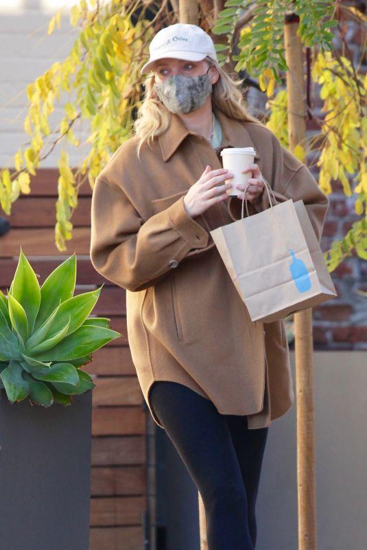 Pregnant ELSA HOSK at Blue Bottle Coffee in Studio City 01/01/2021