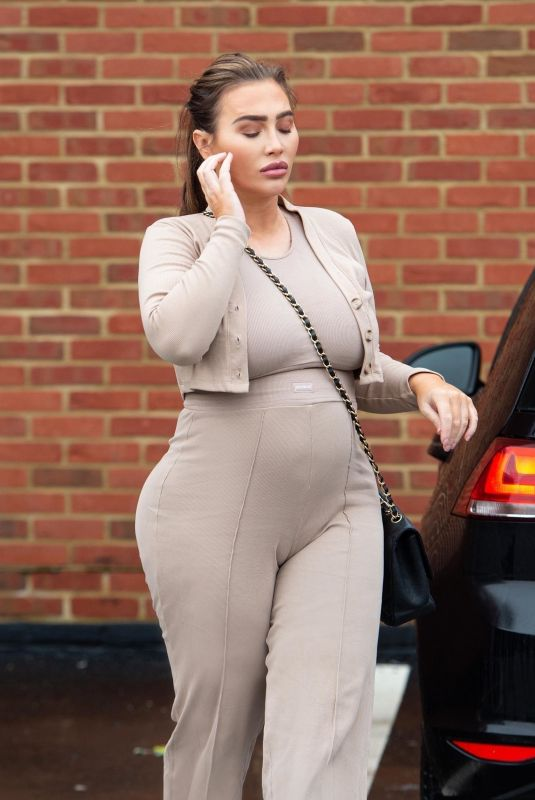Pregnant LAUREN GOODGER Out in Essex 01/18/2021
