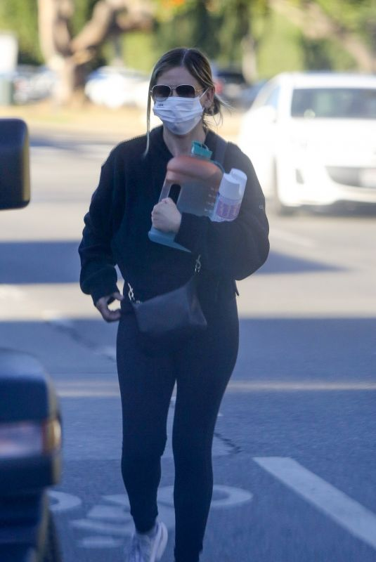 SARAH MICHELLE GELLAR Arrives at a Gym in Los Angeles 01/17/2021