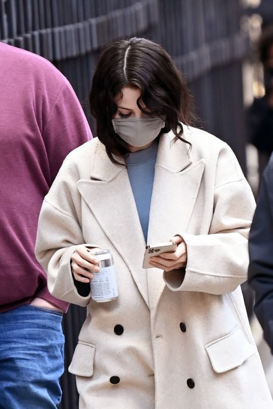 SELENA GOMEZ on the Set of Only Murders in the Building in New York 01/17/2021