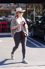 CATHERINE SUTHERLAND Out for Smoothie at Joi Cafe in Westlake Village 02/08/2021