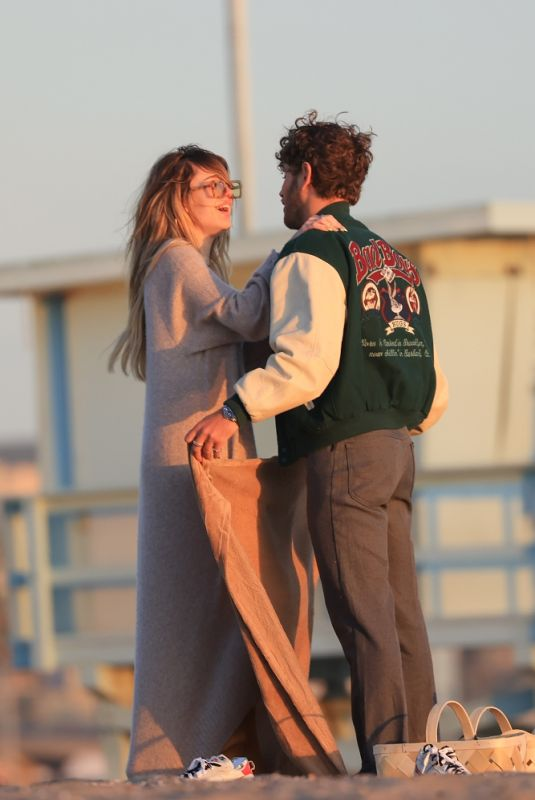 DELILAH HAMLIN and Eyal Booker at a Romantic Valentine's Day Sunset Dinner on the Beach in Santa Monica 02/14/2021