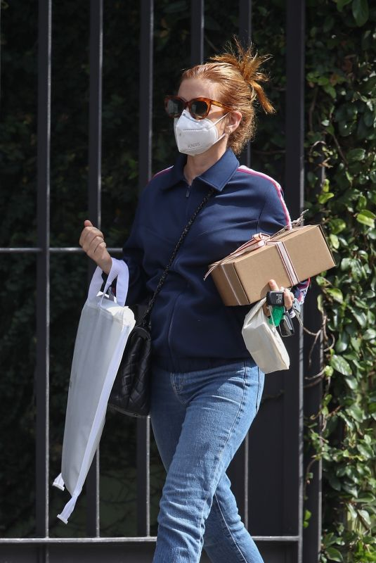 ISLA FISHER Out Shopping in Sydney 02/01/2021