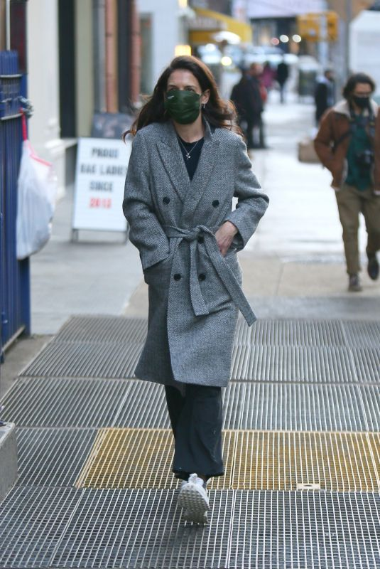 KATIE HOLMES Out on Valentine's Day in New York 02/14/2021