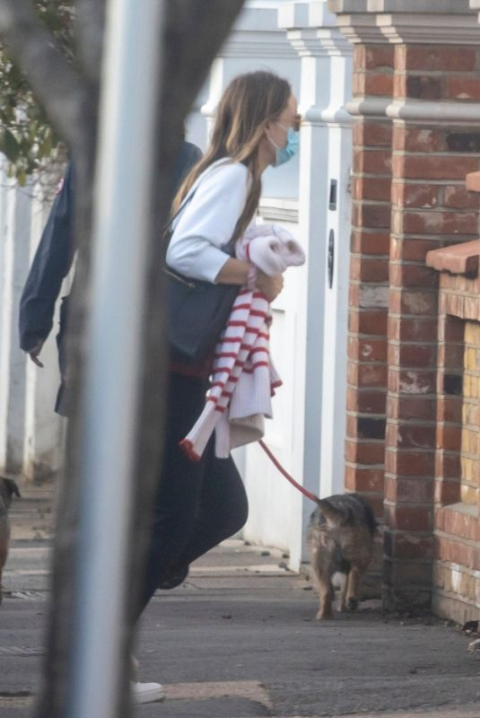 OLIVIA WILDE Arrives at Jason Sudeikis Home in London 02/20/201