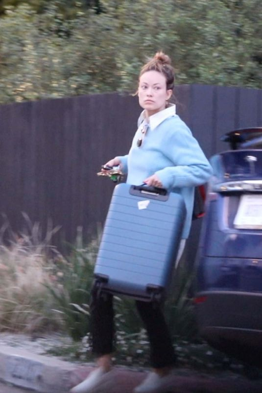 OLIVIA WILDE Moving her Belongings Out of House She Shared with Jason Sudeikis 02/14/2021