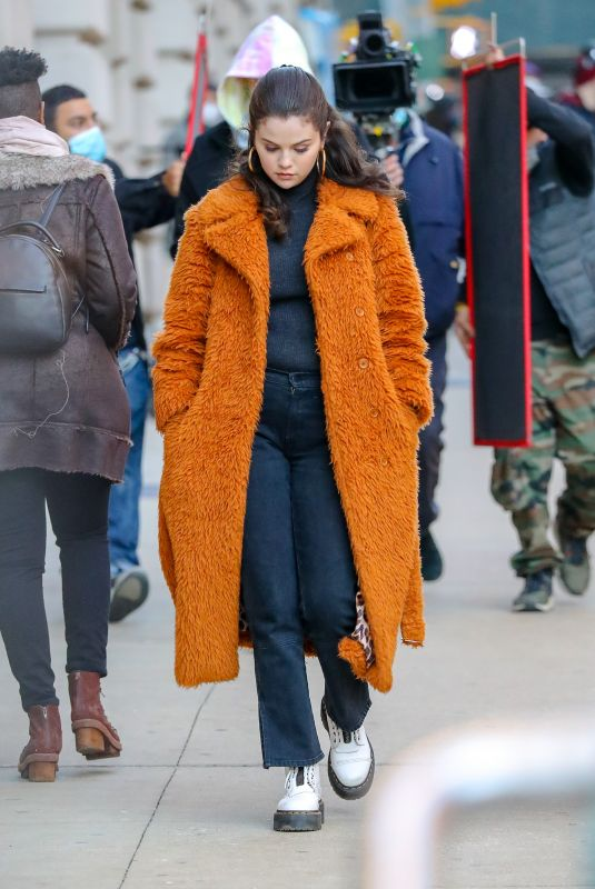 SELENA GOMEZ on the Set of Murders in the Building in New York 02/25/2021