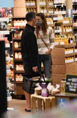 ALESSANDRA AMBROSIO Sshopping for Kitchen Supplies at Williams-Sonoma in Los Angeles 03/03/2021