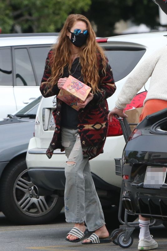 ANNA OSCEOPLA Shopping at Gelson's in Los Feliz 03/12/2021