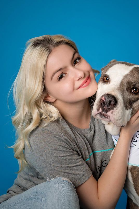ARIEL WINTER for Wags and Walks, March 2021