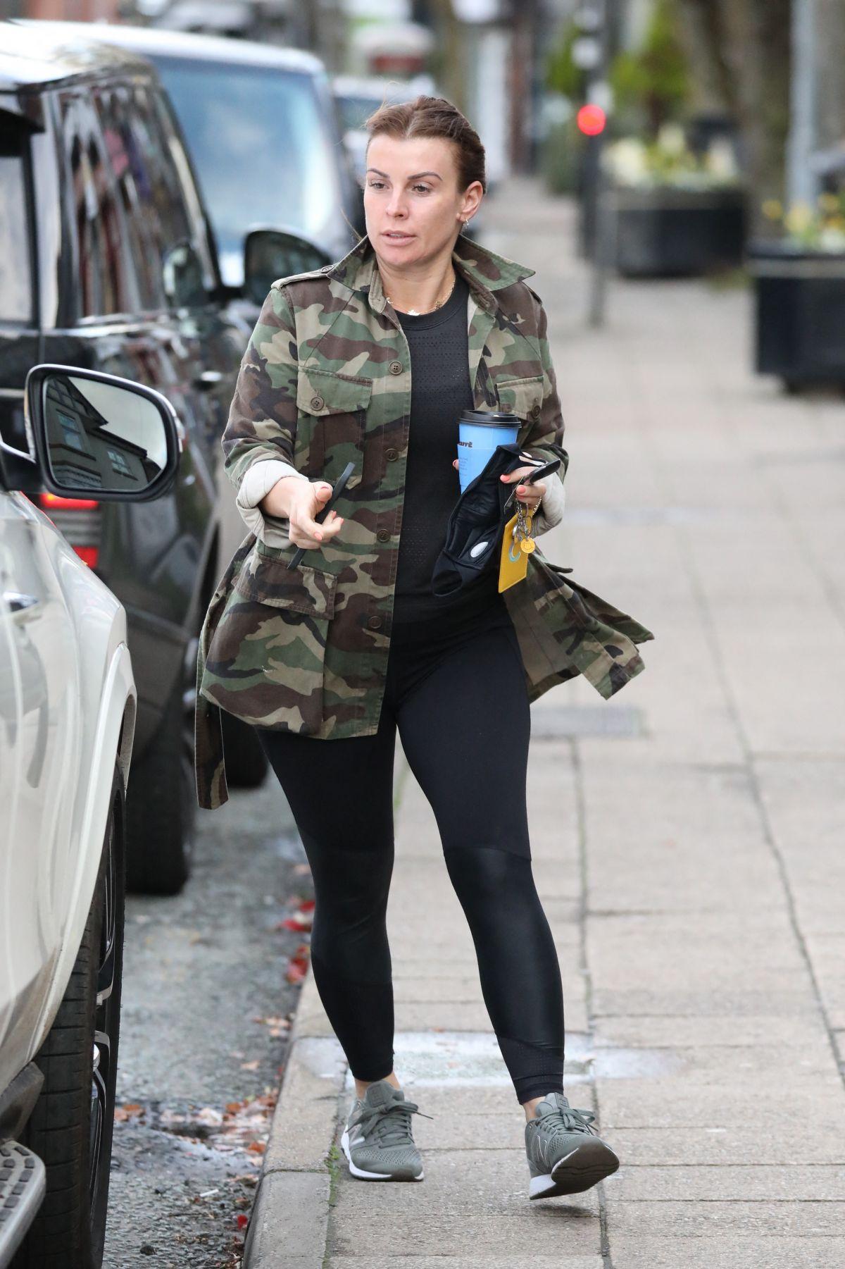 Terhesen is magas sarkút visel Rooney neje