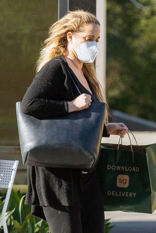 ELIZABETH BERKLEY Leaves Sweet Green in Los Angeles 03/25/2021