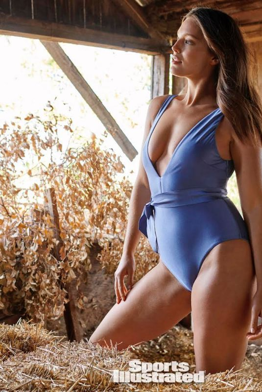 EMILY DIDONATO for Sports Illustrated Swimsuit 2021 Issue