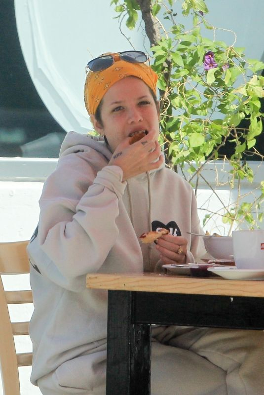 HALSEY Out for Lunch in Los Angeles 02/28/2021