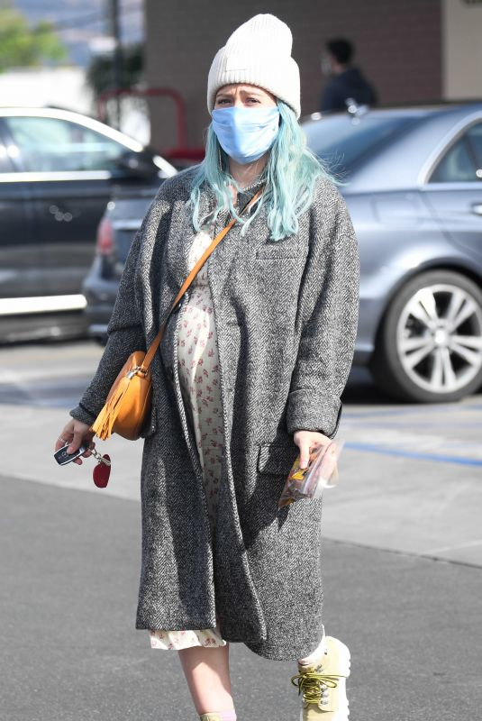 HILARY DUFF Shopping at Trader Joe's in Los Angeles 03/03/2021