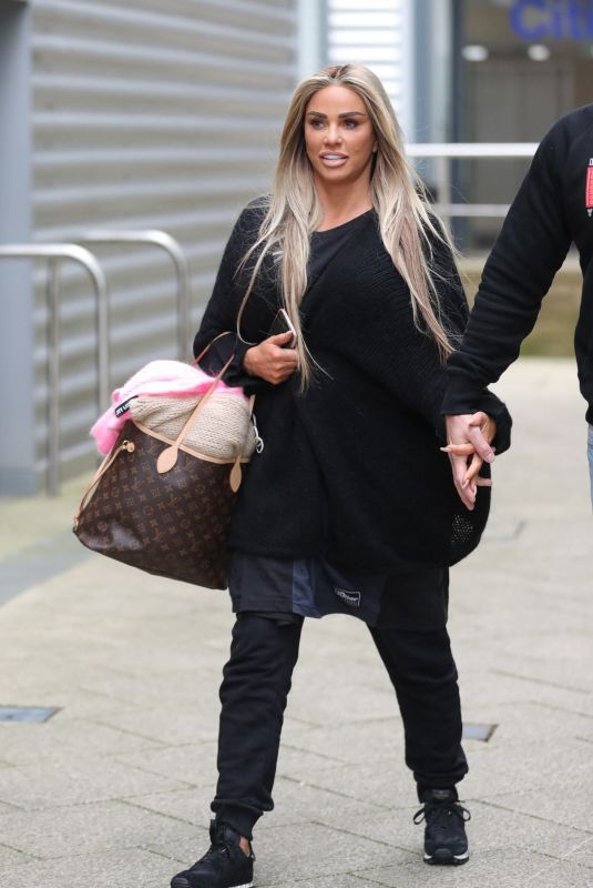 KATIE PRICE Arrives at Leeds docks 03/17/2021