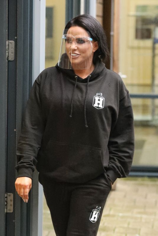 KATIE PRICE Leaves a Hair Salon in Leeds 03/10/2021